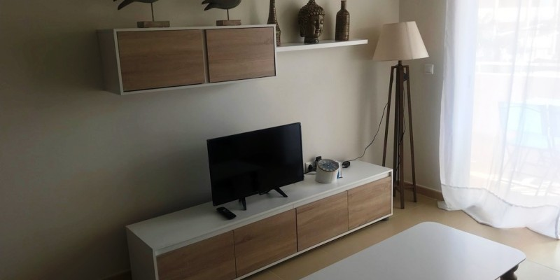 LIVING ROOM WIHT WI-FI AND T.V